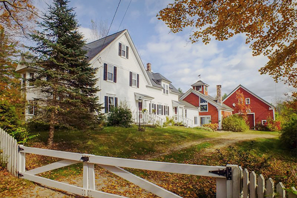 Home crush 5 farmhouses i 39 m lusting after right now for New england barns for sale